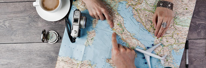 """У Євросоюзі запровадять """"COVID-паспорт"""" для відновлення туризму"""