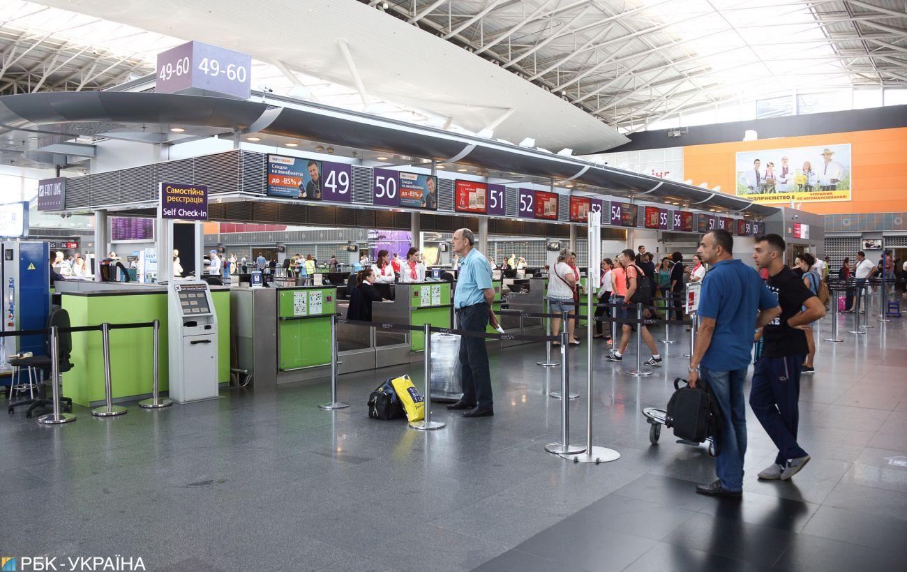 АМКУ вимагає від авіакомпаній припинити продаж квитків до завершення карантину