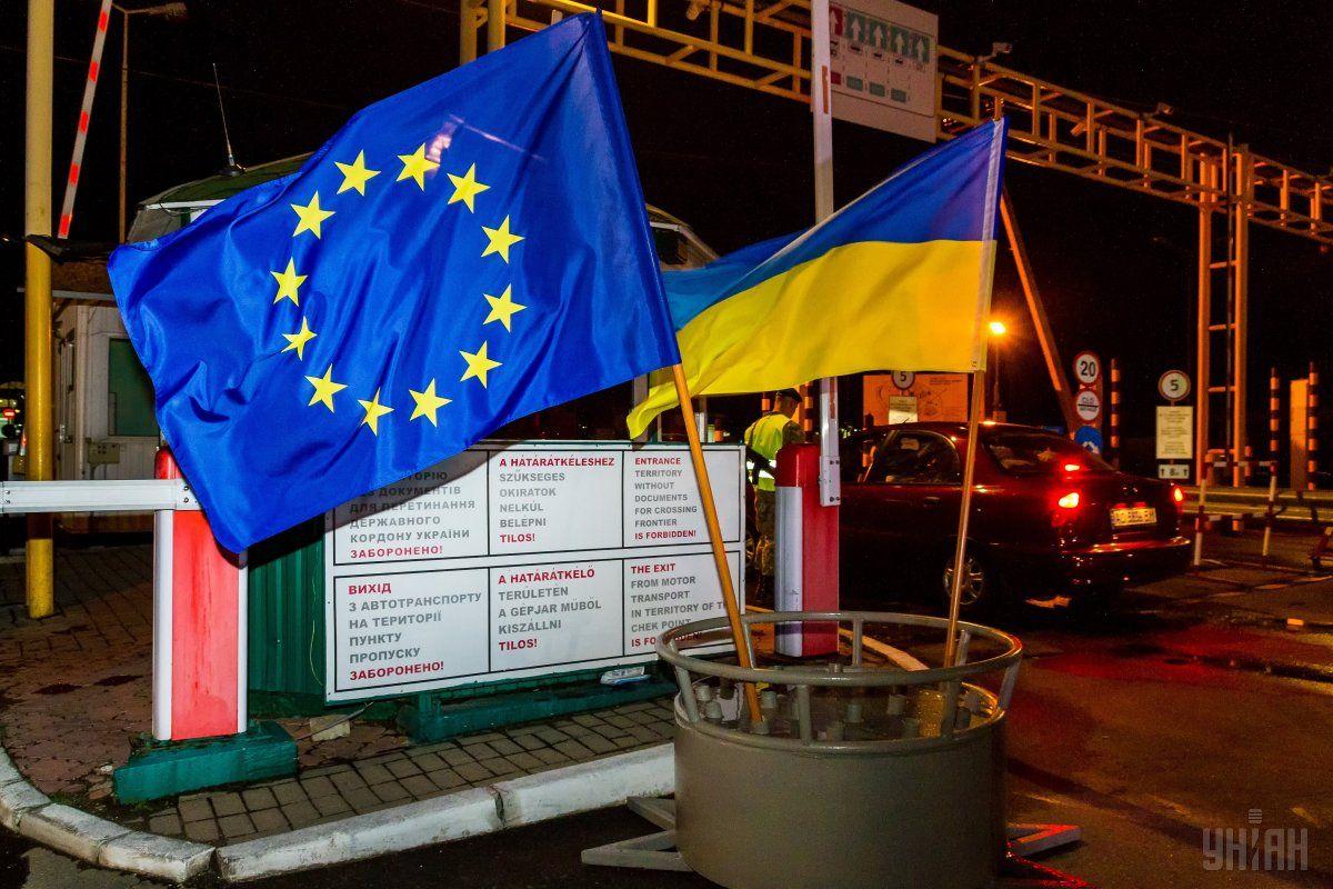 У Єврокомісії розповіли, чи має намір ЄС переглянути умови безвізу для України