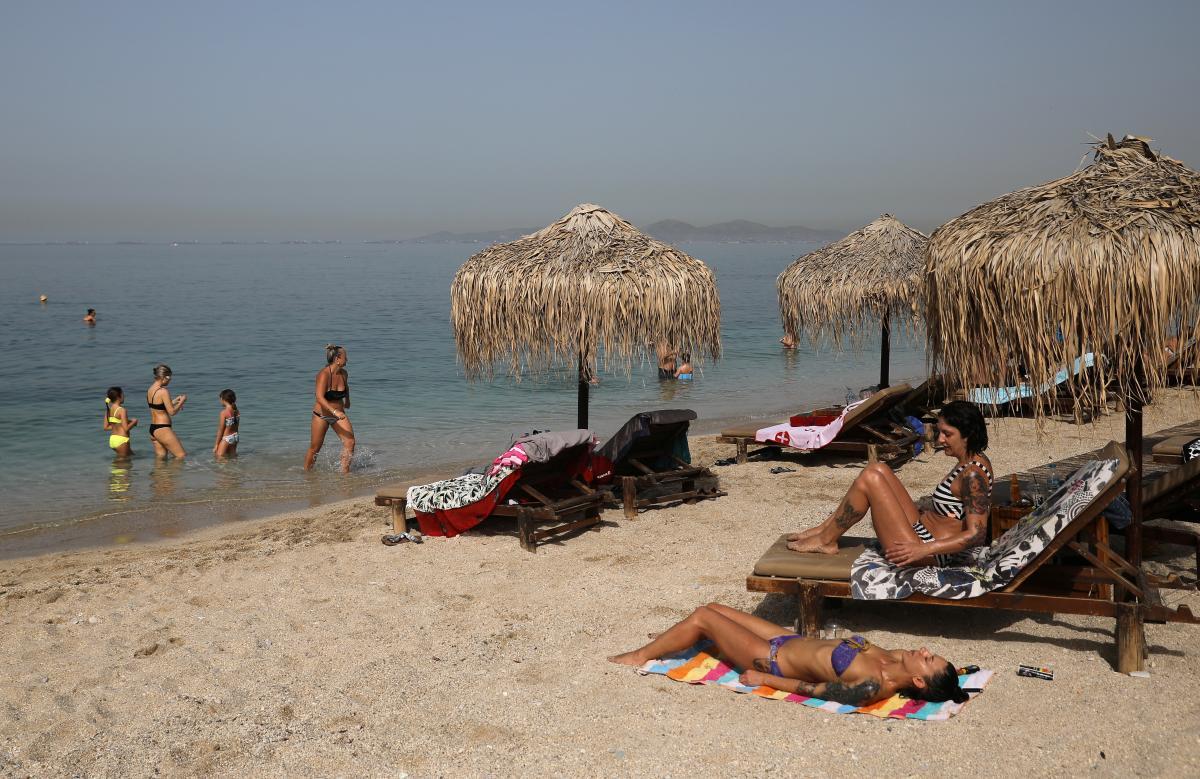 У МОЗ розповіли, чи врятує засмагання на сонці від зараження коронавірусом