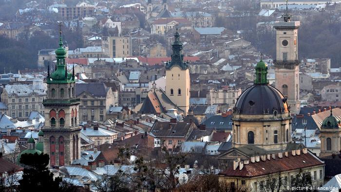 Львів відкриє авіасполучення і готелі влітку – план виходу з карантину