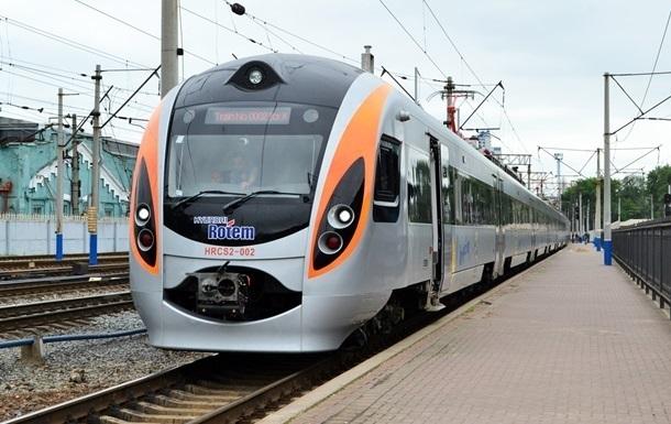 Укрзалізниця відкрила продаж квитків на перші напрямки по Україні