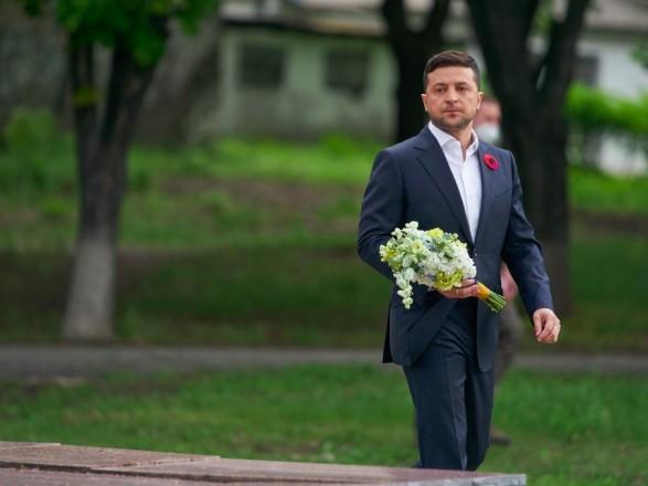 Зеленський на українсько-російському кордоні вшанував пам'ять загиблих у Другій світовій війні