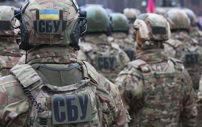 """СБУ затримала прикордонників, які збирали """"данину"""" за перетин кордону"""