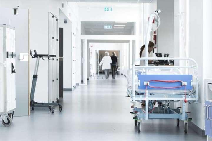 """""""Сказали або плати, або вмирай"""": у Кропивницькому медики відмовились безкоштовно лікувати хворого на коронавірус"""