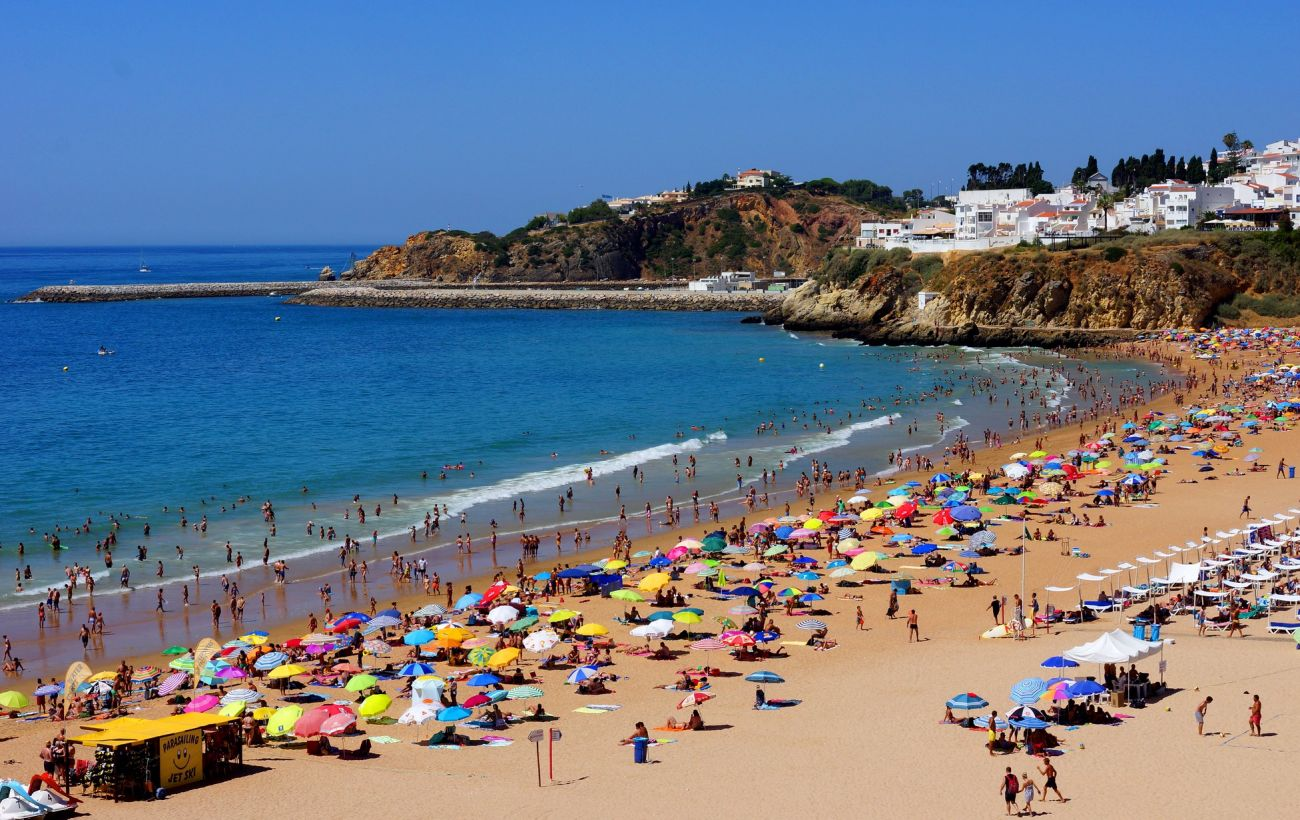 Португалія готова приймати туристів