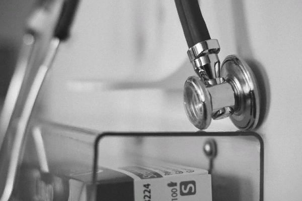 """У лікарні на Прикарпатті трагічно загинула жінка, якій відмовили у """"швидкій"""""""