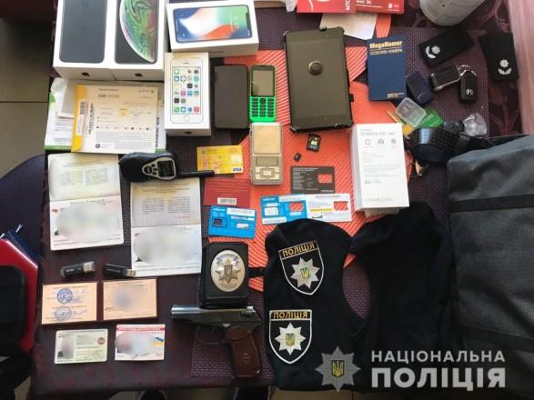 На Київщині викрили банду співробітників поліції та СБУ, які викрадали людей та вимагали гроші