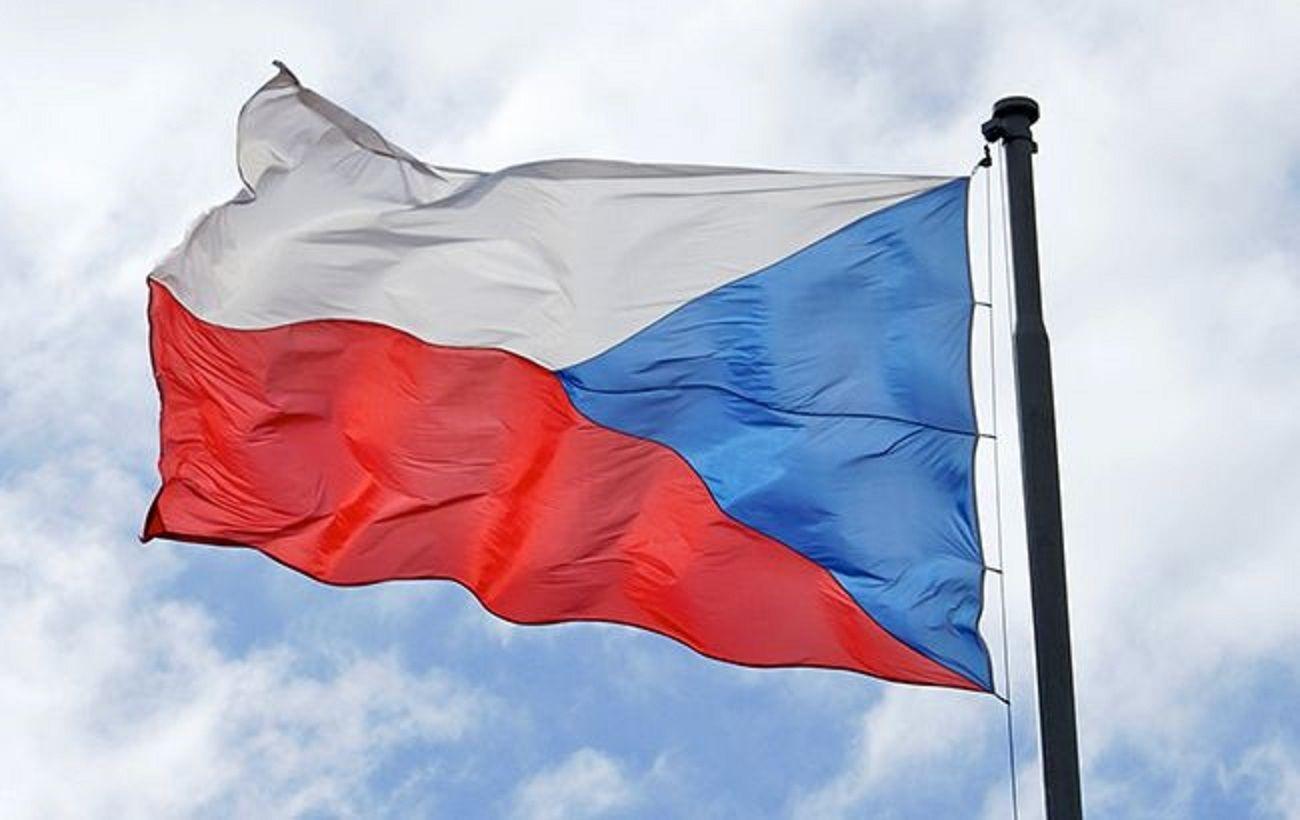 Чехія відновила видачу робочих віз українцям