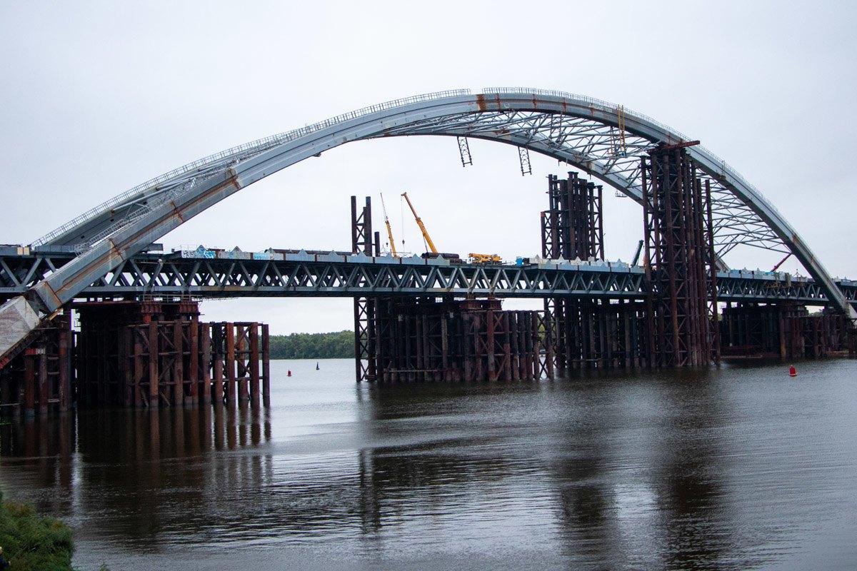 Знайти не вдалося: у Дніпрі молодий чоловік кинувся з мосту у воду