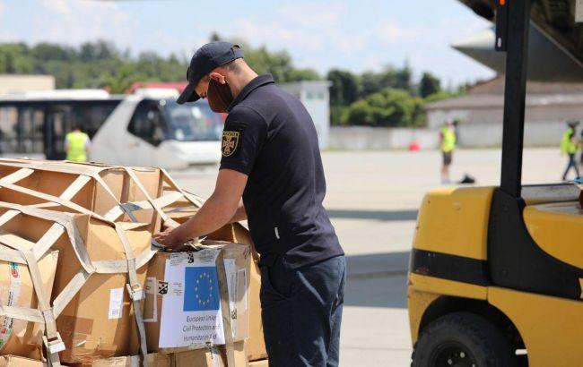 Італія передала гумдопомогу постраждалим від повені на заході України