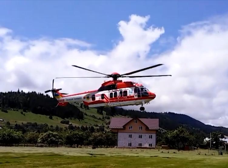 Екстремальні пологи: на Прикарпатті гелікоптером евакуювали породіллю