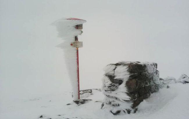 У третій день літа на високогір'ї українських Карпат йде сніг