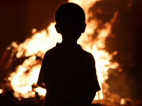 Дітям під час пожежі довелося стрибати з вікон – відео їх героїчного порятунку вражає