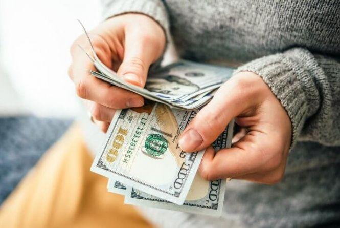 На Львівщині очільника лікарні затримали на хабарі в $1 тис.