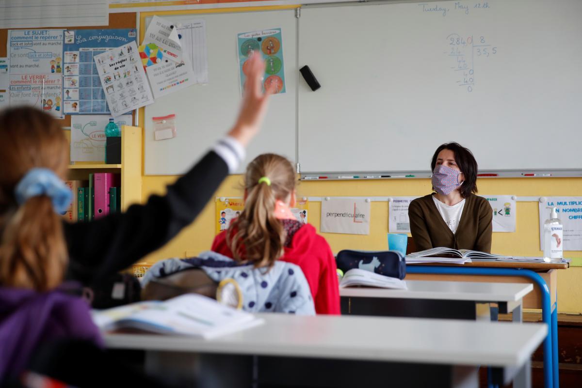 За партою по одному і уроки на повітрі: Комаровський розповів, як повинні працювати школи з 1 вересня