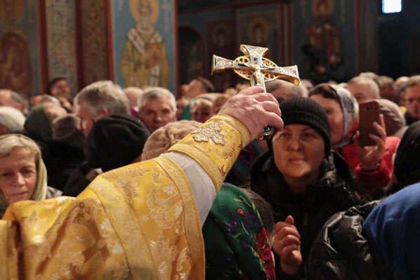 Суд виправдав ще одного батюшку Московської церкви, який порушував карантин