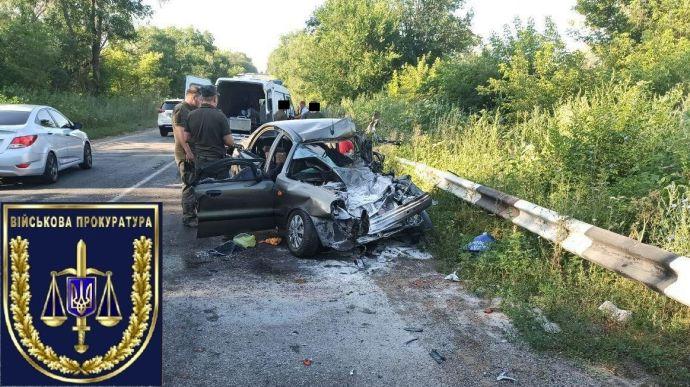 """Військова вантажівка виїхала з колони і розтрощила """"Daewoo Lanos"""": 2 загиблих"""
