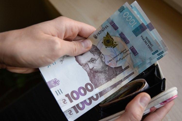 Кабмін підтримав законопроєкт про компенсації за затримки пенсій та зарплат