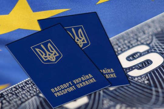 Польща за перше півріччя цього року видала українцям на 44% менше віз