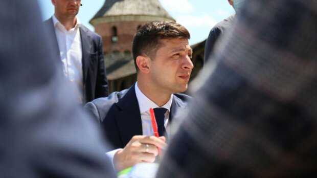 """Від Зеленського вимагають терміново закрити кордон: """"Наживається на крові…"""""""