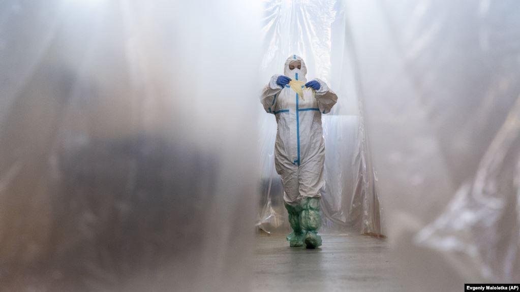 У Степанова вже місяць гальмують закупівлю захисних костюмів для медиків на 2 мільярди