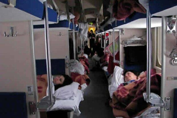 """Пасажири """"Укрзалізниці"""" розповіли про поїздки в умовах ковід: """"У купе аж семеро"""""""
