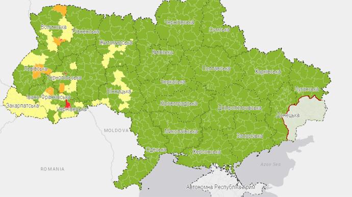 """Україну поділили на карантинні зони: у трьох областях є """"червоні"""""""