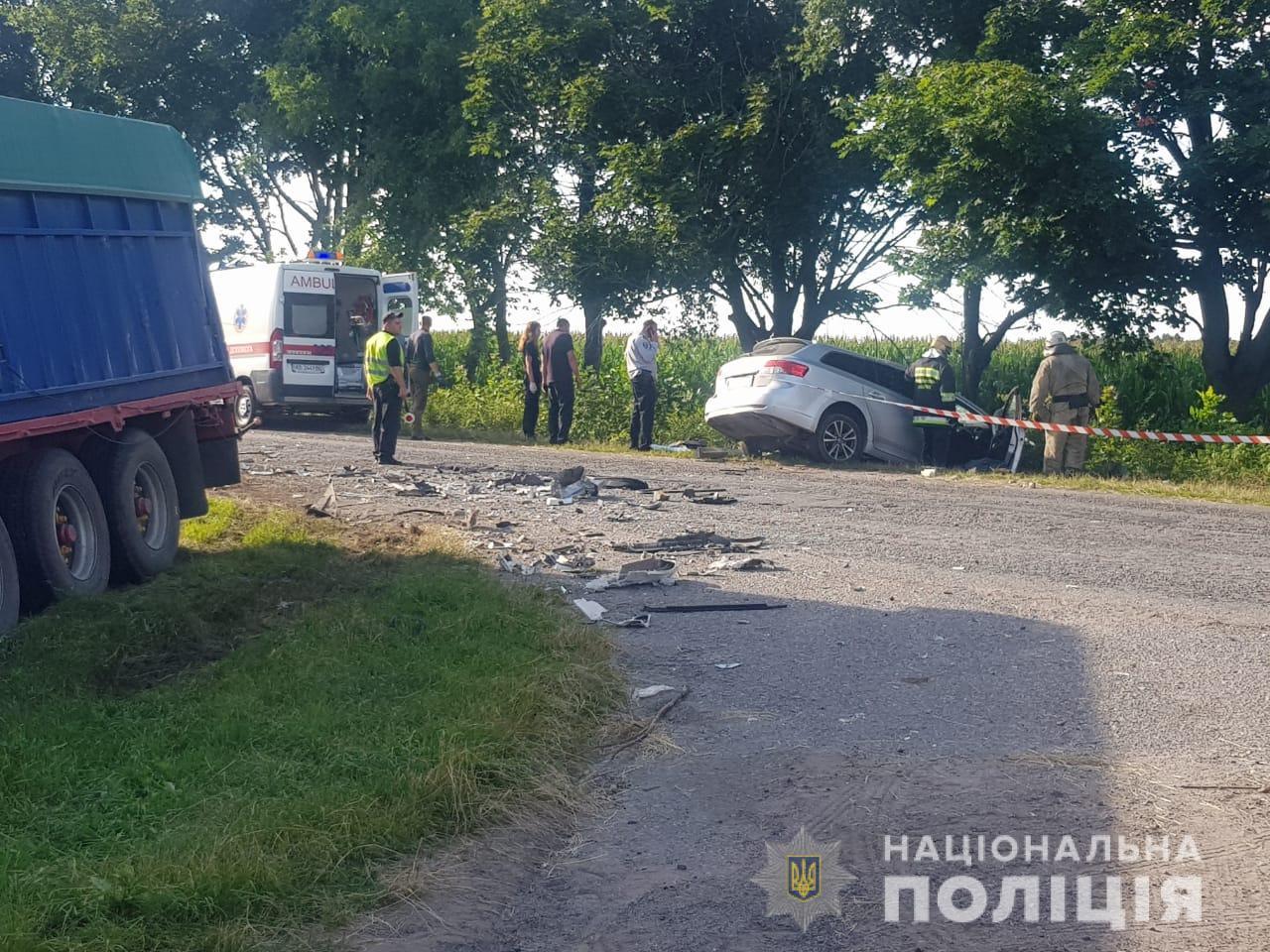 Під Вінницею багато людей загинуло в ДТП з вантажівкою: фото