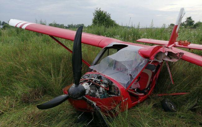 В Івано-Франківській області літак здійснив аварійну посадку на поле