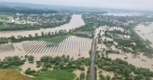 Західна Україна опинилася під загрозою потопів: опубліковано прогноз