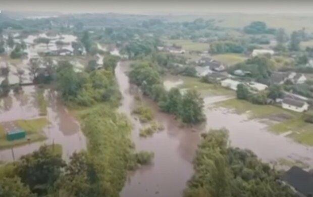 Сім'я з затопленого Закарпаття отримала 300 тисяч