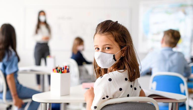 Скільки масок на день потрібно учню: у МОЗ роз'яснили правила нового навчального року