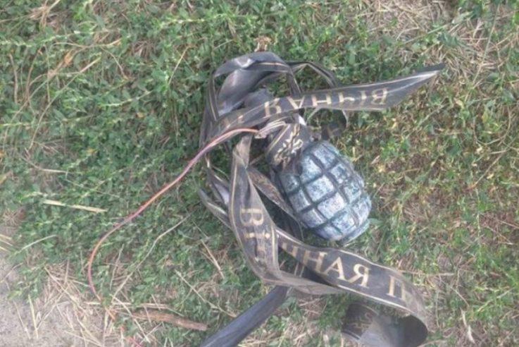 Учаснику АТО з Волині підкинули до батьківського будинку гранату зі стрічкою «вічна пам'ять»