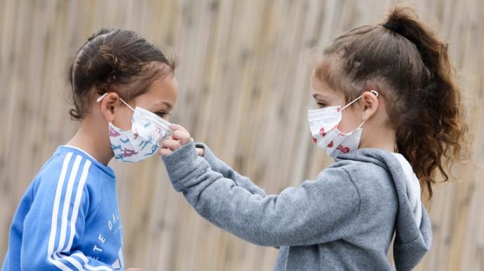 ВООЗ рекомендує носити захисні маски дітям