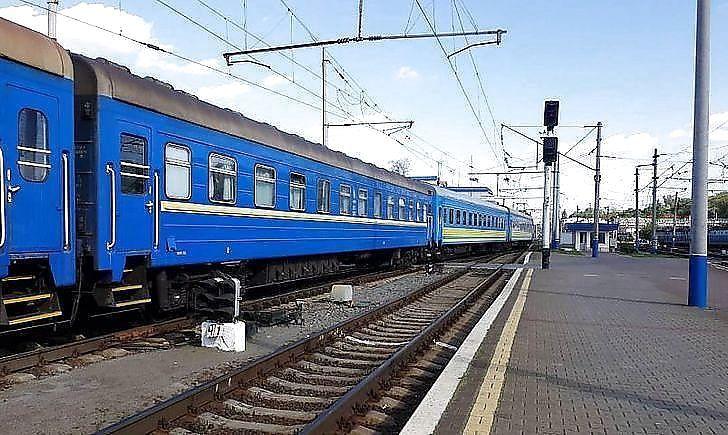"""""""Пиячили, лаялись та влаштували бійку"""": в """"Укрзалізниці"""" заявили про новий інцидент із п'яними пасажирами у потязі"""
