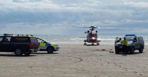 Чоловік врятував 6-річного хлопчика, якого віднесло в море на надувному матраці – фото героя