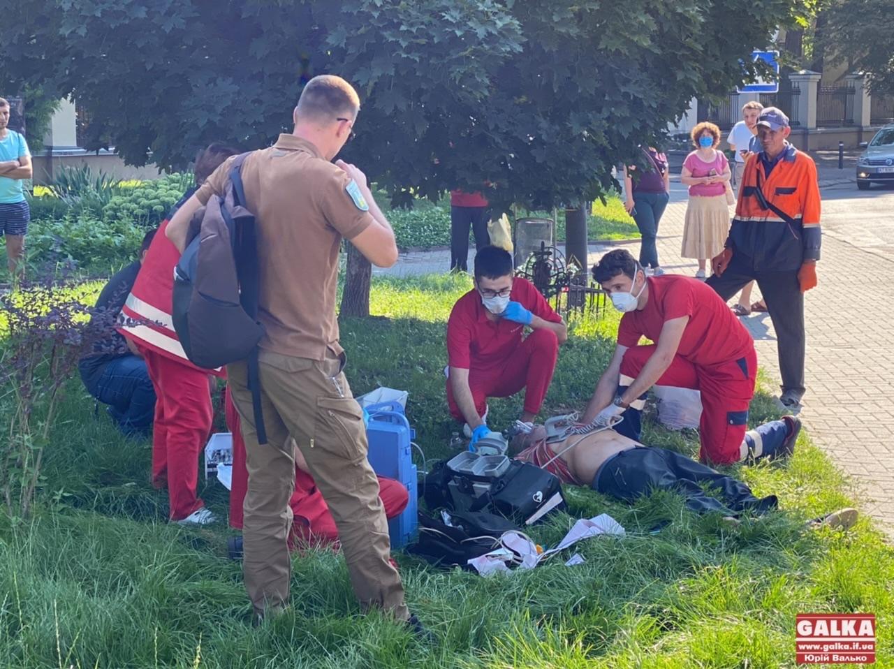 У Франківську муніципал допоміг врятувати чоловіка, в котрого зупинилося серце (ФОТО)