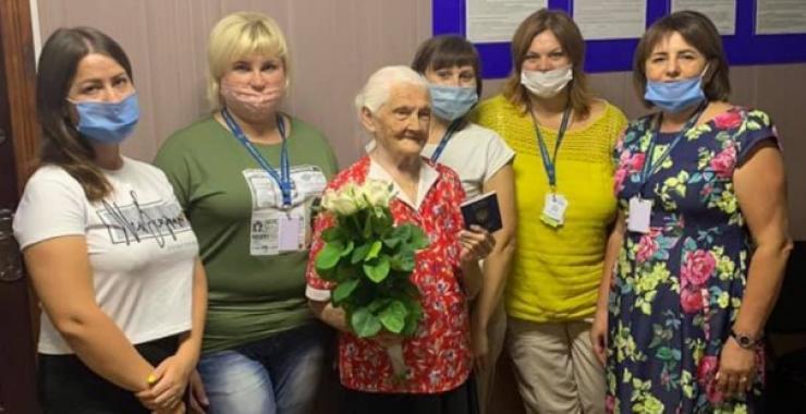 Українка в 102 роки отримала закордонний паспорт – вона мріє возз'єднатися з сім'єю