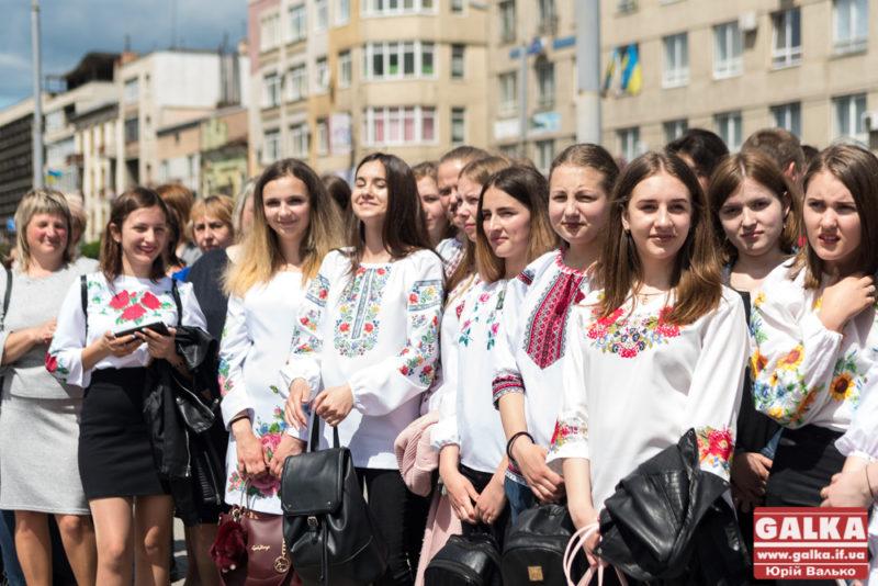 Франківців у вишиванках у понеділок возитимуть у громадському транспорті безкоштовно – Марцінків