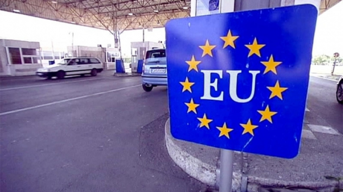 Імітація Європи: що не так у нових правилах перетину кордону України
