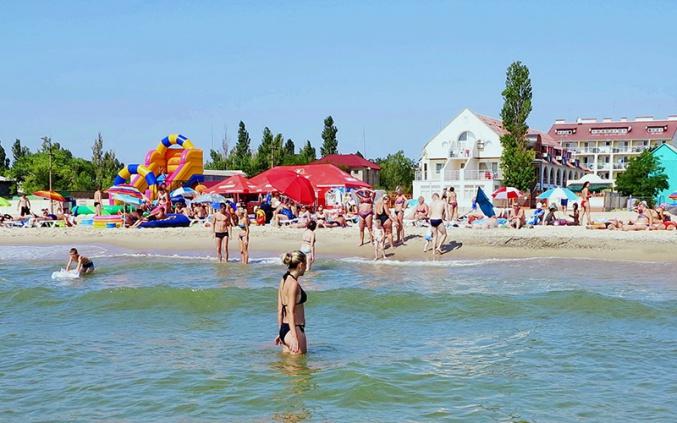 """""""Це Хохляндія!"""": у Затоці на жінку накинулись на пляжі через українську мову (фото)"""