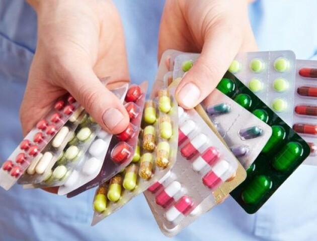 Скільки грошей українці витрачають на ліки: суми жахають