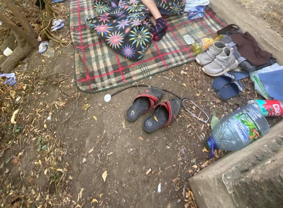 Спав на шкільних зошитах: в Одесі виявили 9-річного хлопчика, який жив в парку