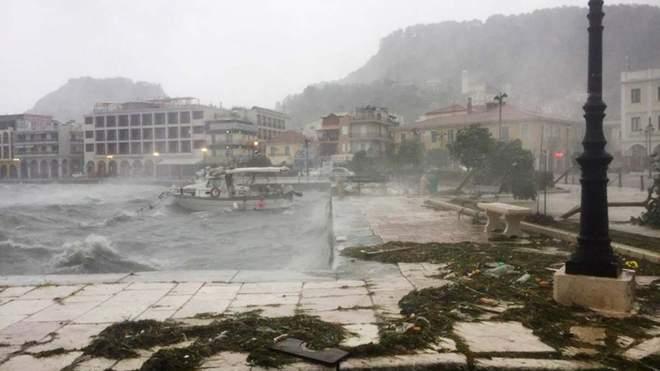 """""""Людей зносить потоком, міста пертворились на ріки"""": Грецію накрив смертельний шторм, є загиблі (фото, відео)"""