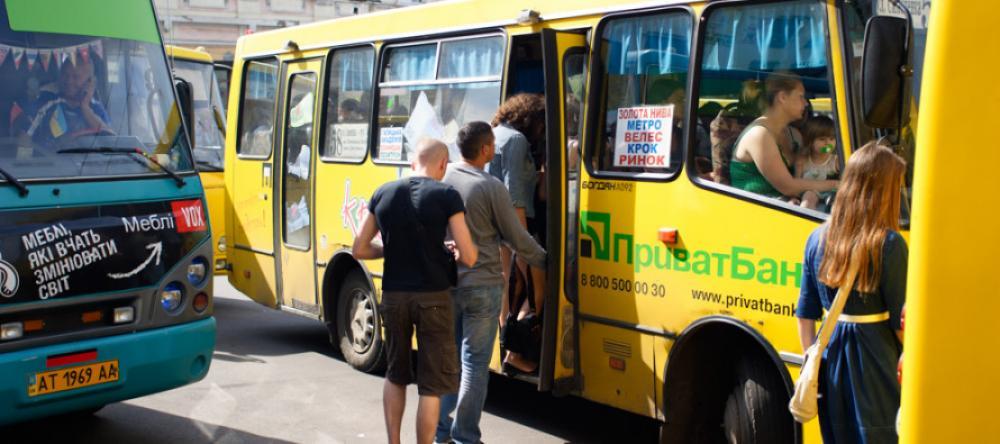 У Франківську водії виганяють школярів з маршруток, батьки лютують – додому пішки