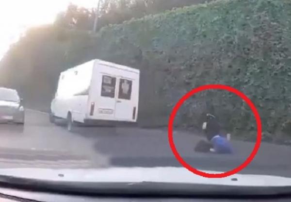 Пасажир випав із маршрутки прямо під час руху (ВІДЕО)