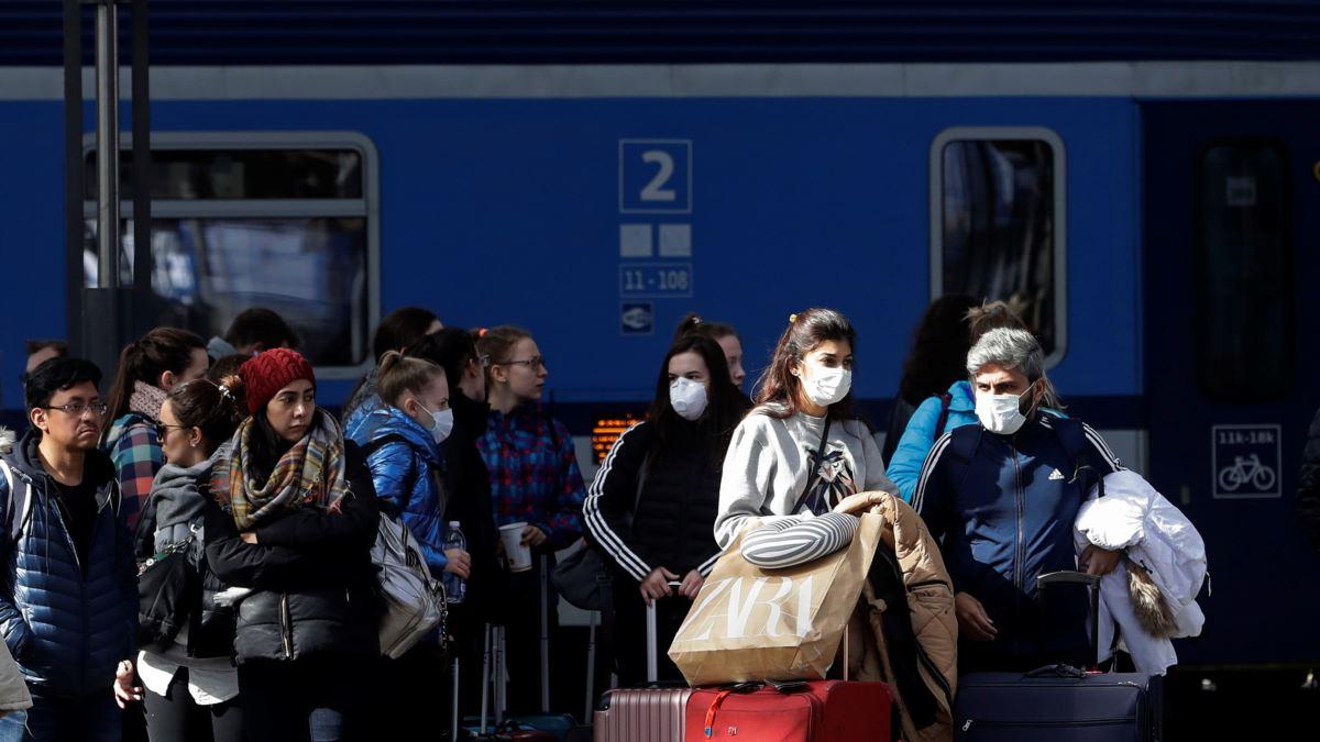 """У Чехії новий антирекорд випадків коронавірусу за добу, повертається """"масковий режим"""""""
