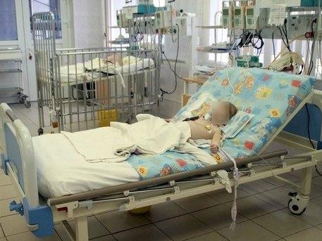 2-річний малюк випав з вікна у дитсадку. Дитина — у реанімації