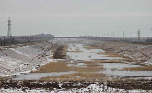 Яку воду подають в помешкання жителів Криму: в мережі показали страшні фото